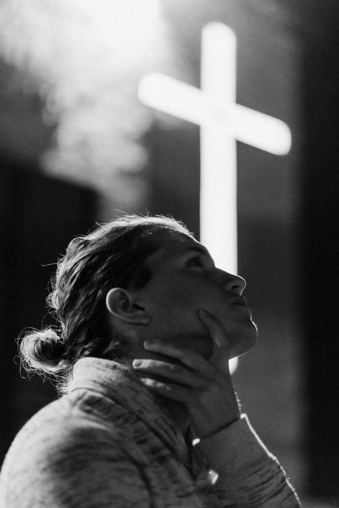 woman & cross keem-ibarra-560576-unsplash.jpg